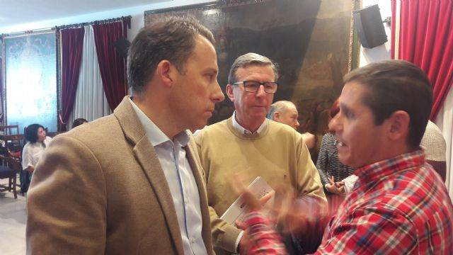 El Alcalde y el Presidente de Ucomur mantienen una reunión de trabajo con los empleados afectados por el cierre de Coopbox para analizar la constitución de una cooperativa - 1, Foto 1