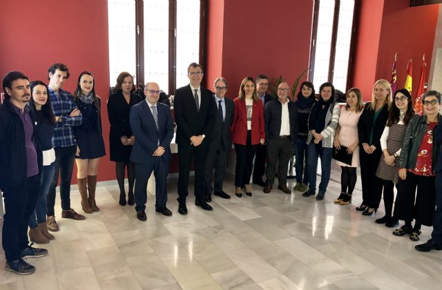 El Ayuntamiento y La Caixa renuevan su alianza para luchar contra la pobreza infantil - 1, Foto 1