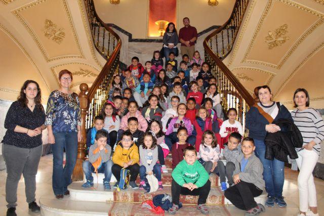Visita de alumnos de 2º de Primaria del Colegio San Francisco al Ayuntamiento de Jumilla - 1, Foto 1