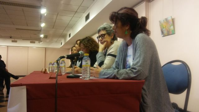 Interesante y constructiva mesa redonda sobre Políticas de igualdad desde una perspectiva femenina plural dentro de las actividades del Día Internacional de la Mujer, Foto 7