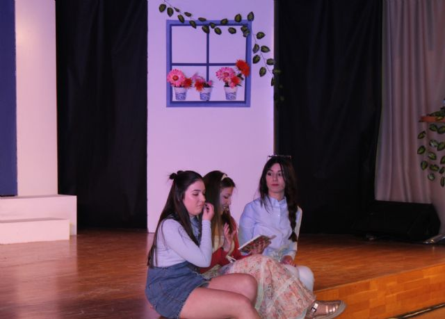 Alumnos y profesores del IES Rambla de Nogalte estrenan el musical Mamma Mía en Puerto Lumbreras - 2, Foto 2