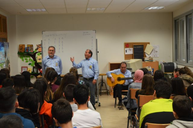 Los troveros de la asociación José María Marín acercan su arte al IES La Florida - 2, Foto 2