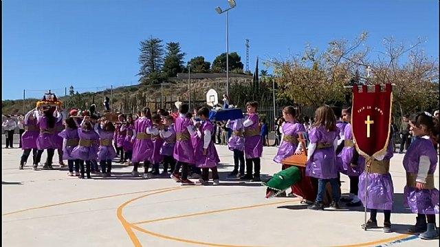 Emotiva jornada nazarena en el CEIP La Cruz, Foto 1