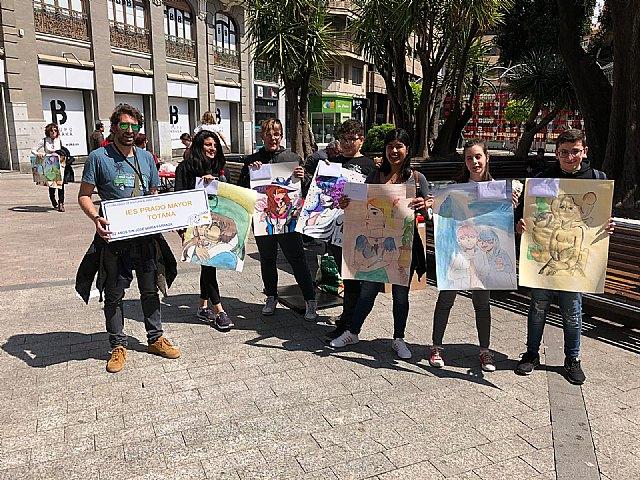 El talento joven totanero puso sus pinceles al servicio del maestro José María Párraga, Foto 3