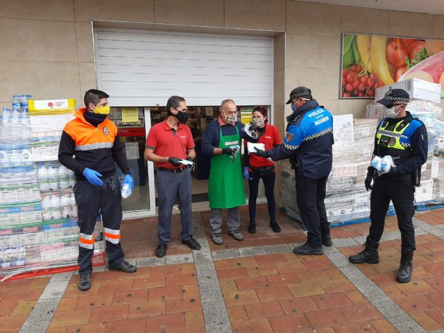 El Gobierno de España reparte en Mazarrón 6000 mascarillas ante el regreso de algunos trabajadores a su actividad laboral, Foto 1