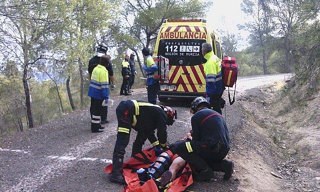 Servicios de emergencias rescatan y atienden a senderista accidentado en el Cerro de la Atalaya - 1, Foto 1
