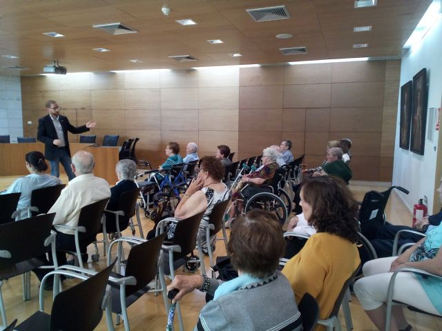 "Institutional reception is given to users of the Day Center and Elderly People of Lorca ""Domingo Sastre"" who visit Totana - 2"