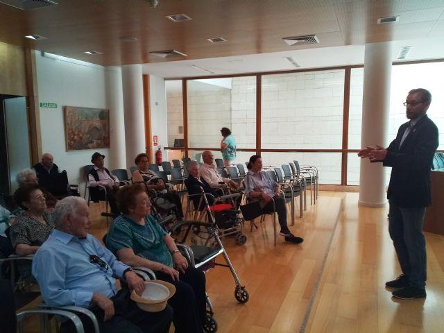 Se realiza una recepci�n institucional a usuarios del Centro de D�a y Personas Mayores de Lorca Domingo Sastre que visitan Totana, Foto 4