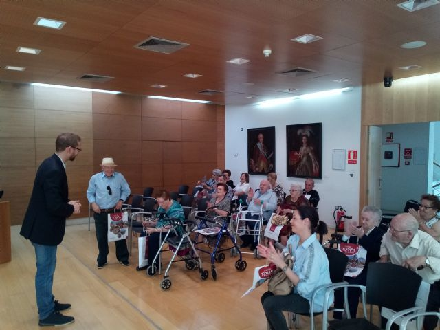 "Institutional reception is given to users of the Day Center and Elderly People of Lorca ""Domingo Sastre"" who visit Totana - 7"