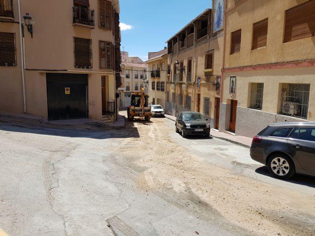 Cortada al tráfico la calle Sánchez Vidal por un derrame de gasoil, Foto 2