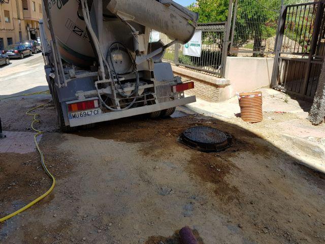 Cortada al tráfico la calle Sánchez Vidal por un derrame de gasoil, Foto 3
