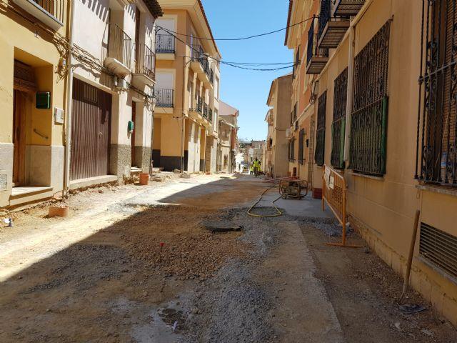 Cortada al tráfico la calle Sánchez Vidal por un derrame de gasoil, Foto 4