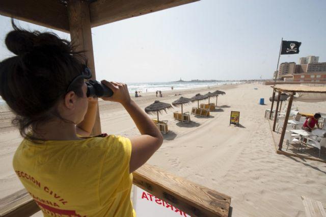 El Ayuntamiento amplía el número y horario de los puestos de vigilancia en las playas cartageneras - 1, Foto 1