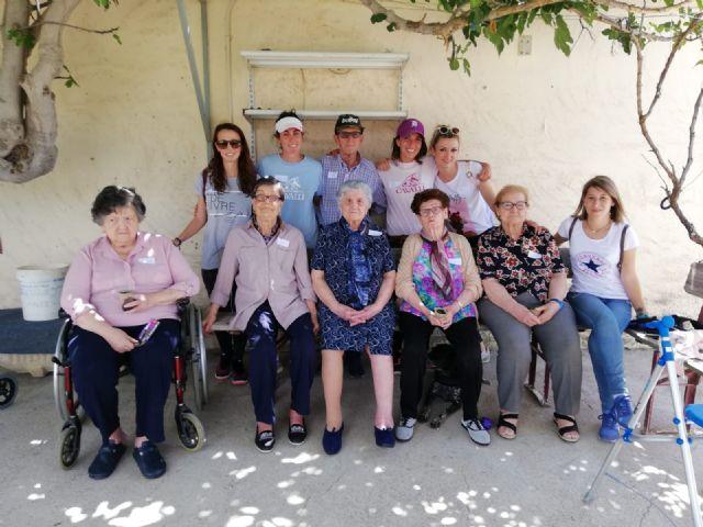 Los usuarios del centro de día de personas mayores visitan la Fundación Cavalli, Foto 5
