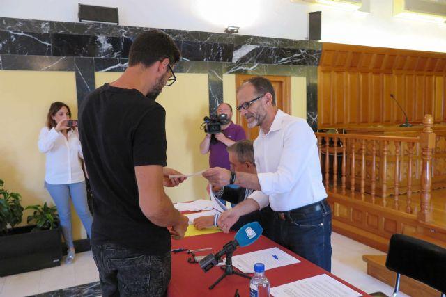 El Ayuntamiento de Caravaca entrega las subvenciones del Plan de Fomento Empresarial - 3, Foto 3