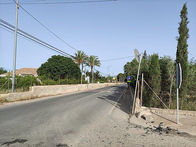 [Motorista herido grave en un accidente de tráfico ocurrido en la carretera de la Santa en Totana
