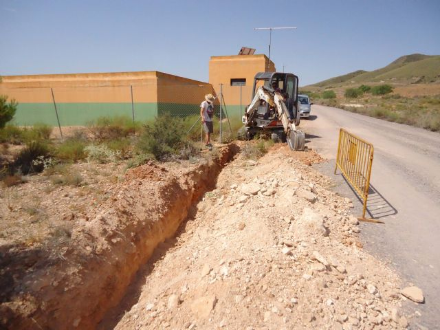 They install a branch of distribution pipeline in El Raiguero to solve the problems of interruption of the service in the high zones - 1