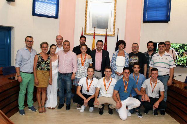 El alcalde recibe a los atletas del club Nutribán Sociedad Atlética Alcantarilla, por los éxitos en los últimos campeonatos de España - 2, Foto 2