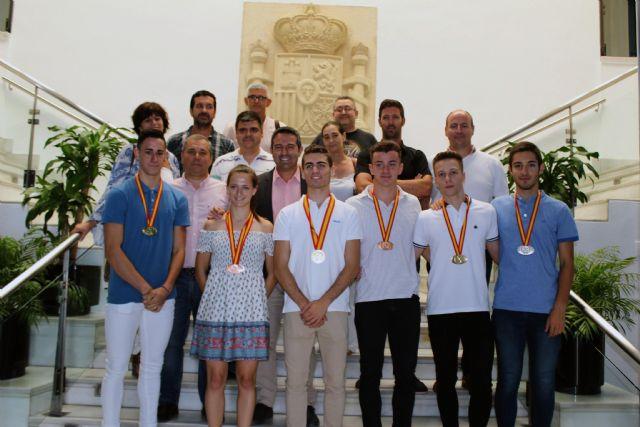 El alcalde recibe a los atletas del club Nutribán Sociedad Atlética Alcantarilla, por los éxitos en los últimos campeonatos de España - 3, Foto 3