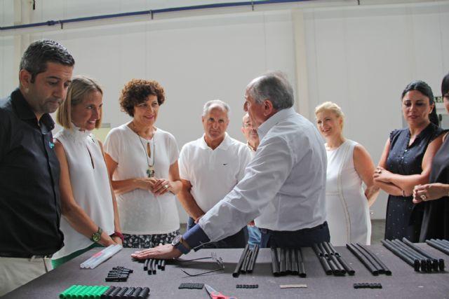 La Alcaldesa y la directora general de Energía visitan la empresa Extruline Systems - 1, Foto 1
