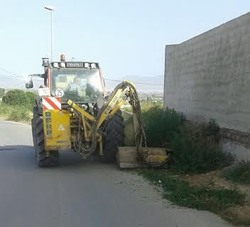 Acometen clearing works in rural roads and streets of the hamlet of El Paretón-Cantareros - 1