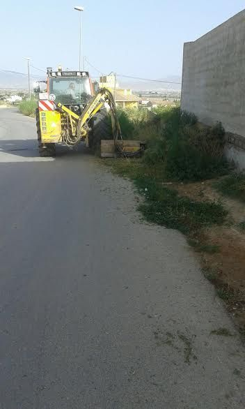 Acometen clearing works in rural roads and streets of the hamlet of El Paretón-Cantareros - 2
