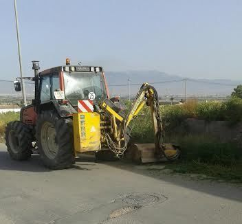 Acometen clearing works in rural roads and streets of the hamlet of El Paretón-Cantareros - 3