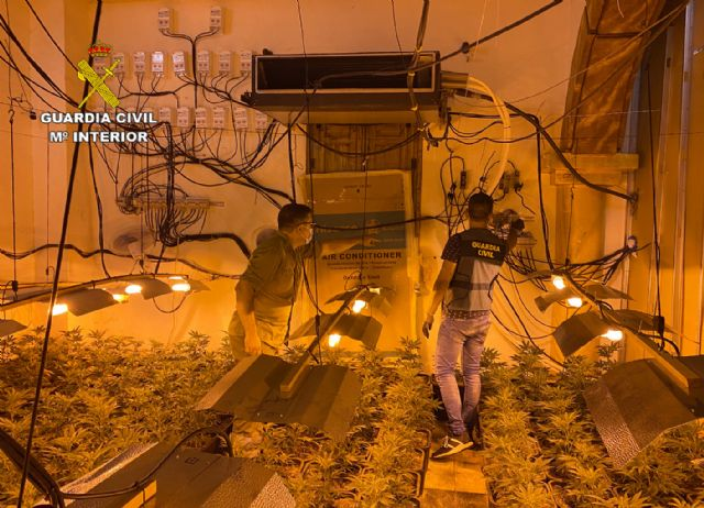 La Guardia Civil desmantela en Abarán una plantación indoor y detiene a sus dos responsables - 1, Foto 1