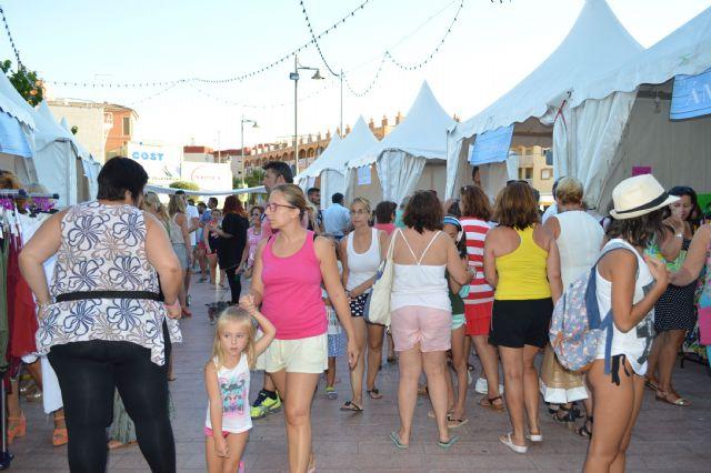 La plaza toneleros acoge una nueva feria outlet de los comercios locales, Foto 2