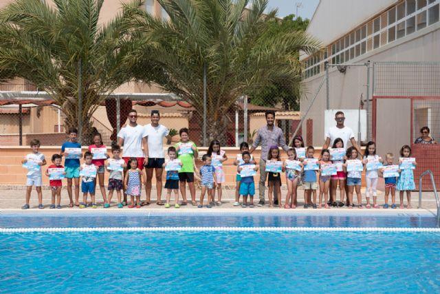 Entregados los diplomas del segundo de los cursos de natación, Foto 1