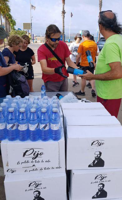 Medio centenar de voluntarios recogen 1.000 kilos de residuos en La Manga con el reto Pijo Playas Limpias, Foto 1