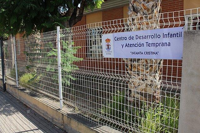 Ayuntamiento e IMAS suscriben un convenio de colaboraci�n para el mantenimiento de los programas en el Centro de Atenci�n Temprana de Totana, Foto 1