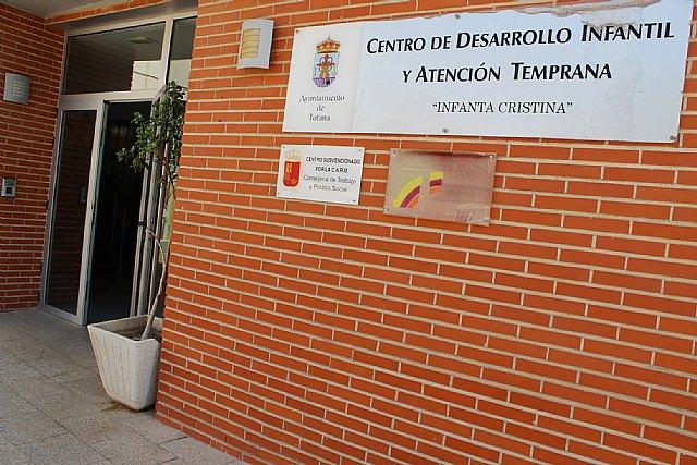 Ayuntamiento e IMAS suscriben un convenio de colaboraci�n para el mantenimiento de los programas en el Centro de Atenci�n Temprana de Totana, Foto 2
