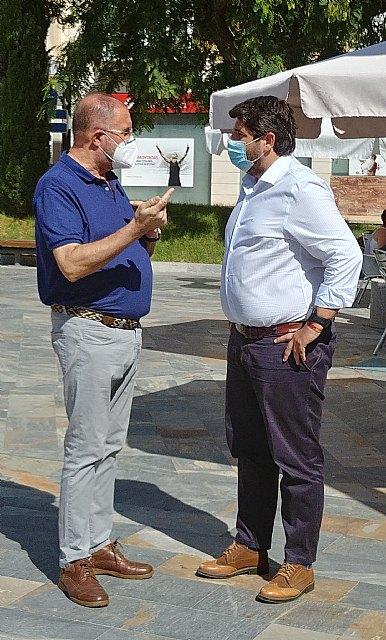 El alcalde mantiene una nueva reunión institucional con López Miras aprovechando su visita al municipio, reiterándole la necesidad de ayudas directas a hosteleros y comerciantes - 2, Foto 2