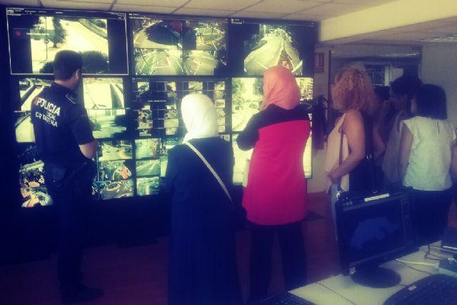 Mujeres del proyecto puentes hacia el empleo visita las instalaciones de Policia Local - 1, Foto 1