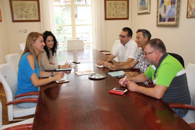 El Ayuntamiento de Alhama establece líneas de colaboración con el Colegio de Educadores Sociales de la Región, Foto 2