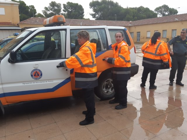 A team of Civil Protection volunteers from Totana moves urgently to Santomera