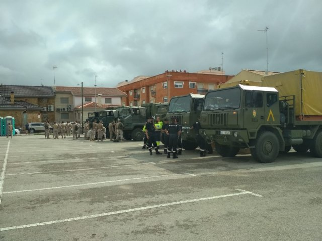 Civil Protection personnel collaborate jointly in the work of citizen evacuation in Síscar to enable the controlled disembarkation of the Santomera dam, Foto 3