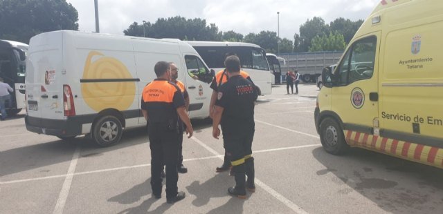 Civil Protection personnel collaborate jointly in the work of citizen evacuation in Síscar to enable the controlled disembarkation of the Santomera dam, Foto 4