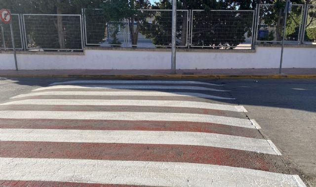 Repintados los pasos de cebra en los entornos de los centros docentes del municipio - 4, Foto 4