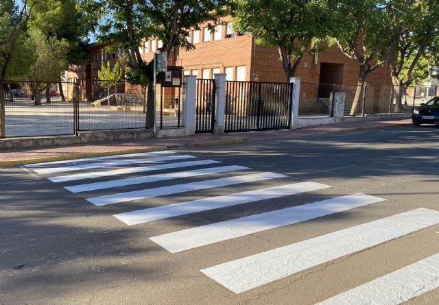 Repintados los pasos de cebra en los entornos de los centros docentes del municipio - 5, Foto 5