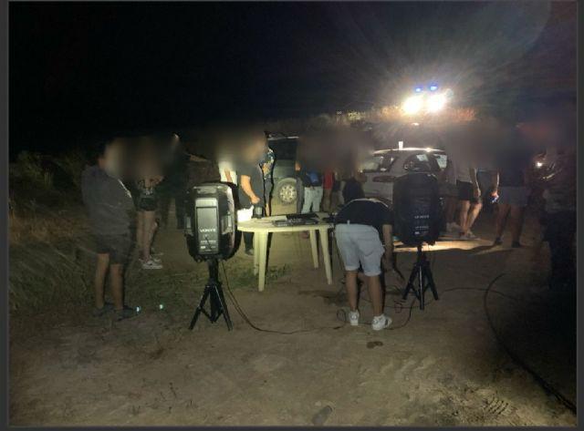 La Policía Local de Lorca localiza a una veintena de jóvenes que participaban en una fiesta en un paraje de difícil acceso situado en El Consejero - 1, Foto 1