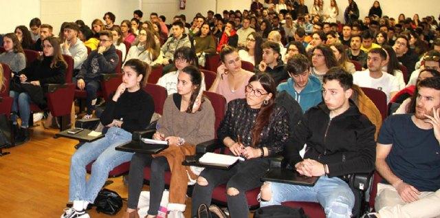 Estudiantes de la UCAM en una reunión informativa sobre los programas de movilidad. Foto de archivo, Foto 1