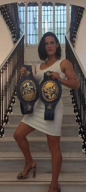 La alcaldesa de Puerto Lumbreras recibe a Mari Carmen Romero tras proclamarse de nuevo campeona de Europa de boxeo - 2, Foto 2
