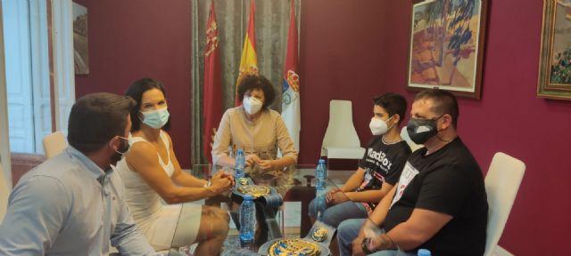 La alcaldesa de Puerto Lumbreras recibe a Mari Carmen Romero tras proclamarse de nuevo campeona de Europa de boxeo - 3, Foto 3