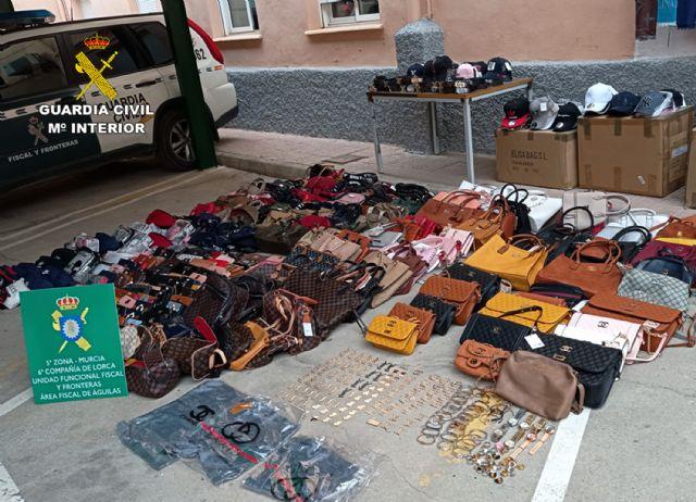 La Guardia Civil se incauta de cerca de 500 productos imitación de prestigiosas marcas - 1, Foto 1