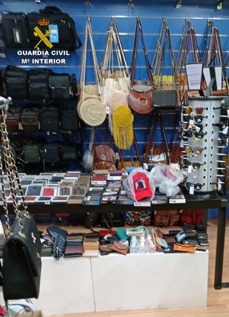 La Guardia Civil se incauta de cerca de 500 productos imitación de prestigiosas marcas - 2, Foto 2