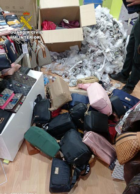 La Guardia Civil se incauta de cerca de 500 productos imitación de prestigiosas marcas - 3, Foto 3