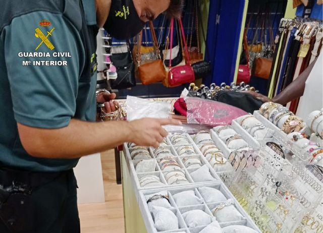 La Guardia Civil se incauta de cerca de 500 productos imitación de prestigiosas marcas - 4, Foto 4