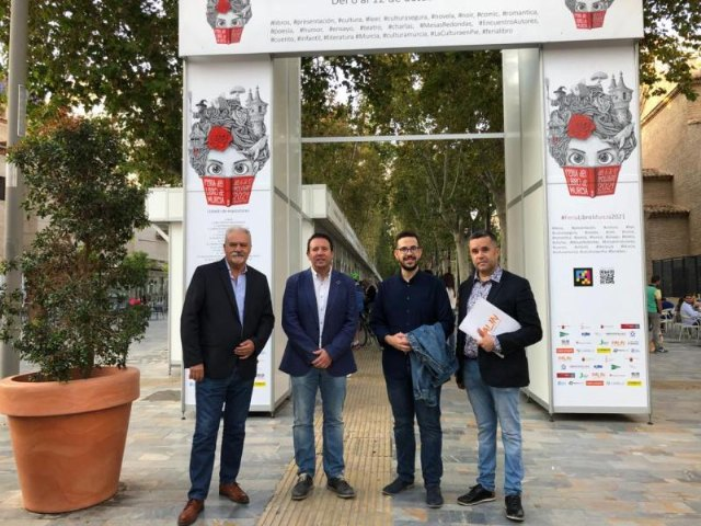 El alcalde de Mula y el concejal de Cultura visitan la Feria del Libro de Murcia - 1, Foto 1